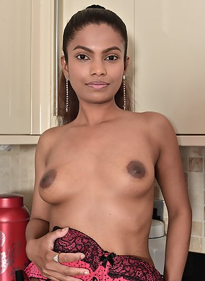 Beautiful Alishaaa Mae nude in the kitchen