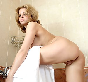 Amateur hilliary on bathtub showering her pussy and rubs it while wet