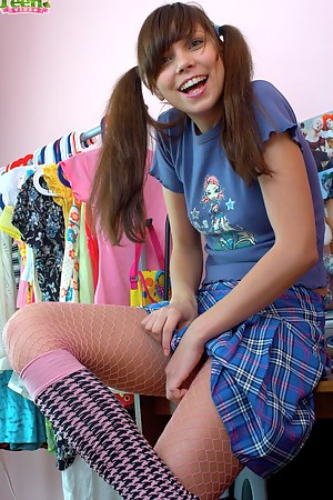 Really hot teen girl wants to make a nice showoff for you and does it very willingly now.