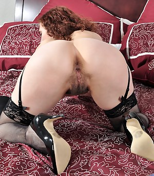 Graceful redhead Amanda fucks her naturally hairy pussy with a tiny toy